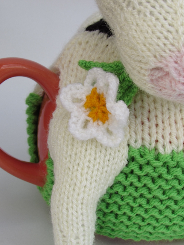Friesian Cow tea cosy knitting pattern