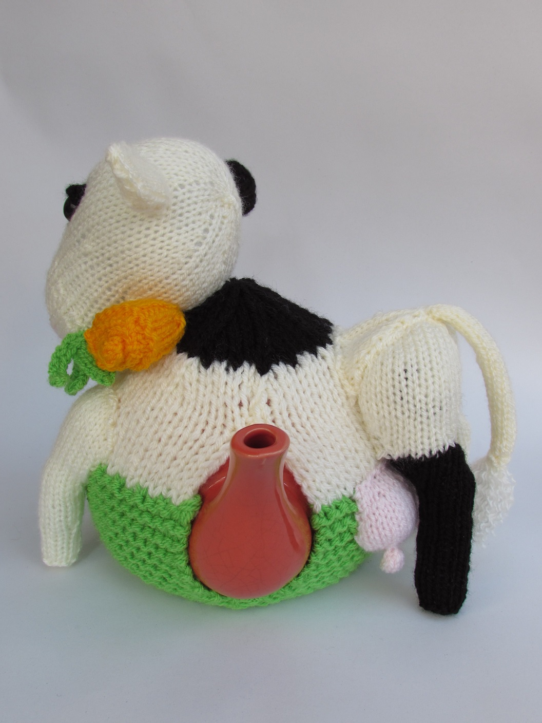 Knitting Pattern For Cow Tea Cosy : Friesian Cow tea cosy knitting pattern