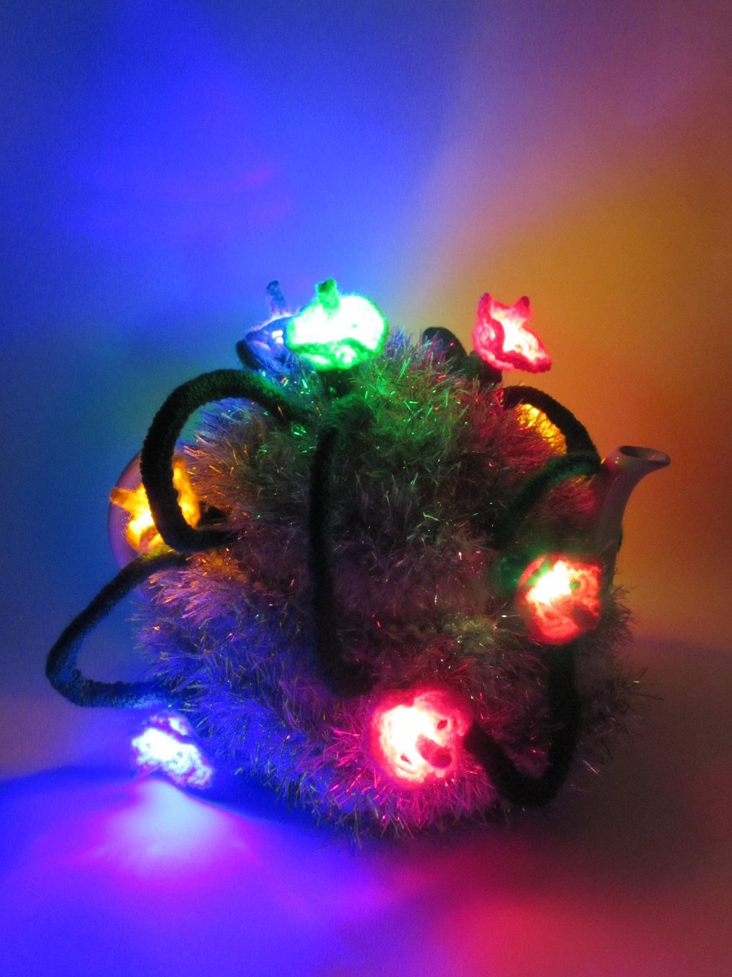 Christmas tinsel and fairy lights tea cosy knitting pattern large led lit tea cosy bankloansurffo Choice Image