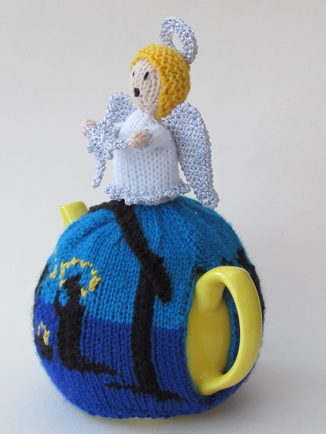Holy Night Nativity tea cosy knitting pattern