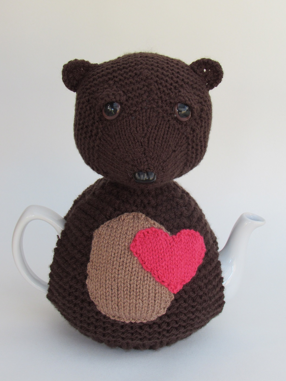 Bear Heart tea cosy knitting pattern