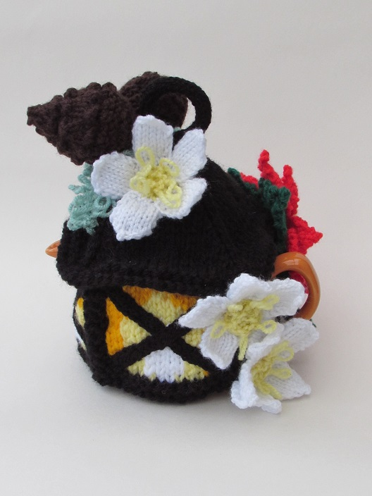 Knitting Pattern For Christmas Rose : Christmas Lantern tea cosy knitting pattern