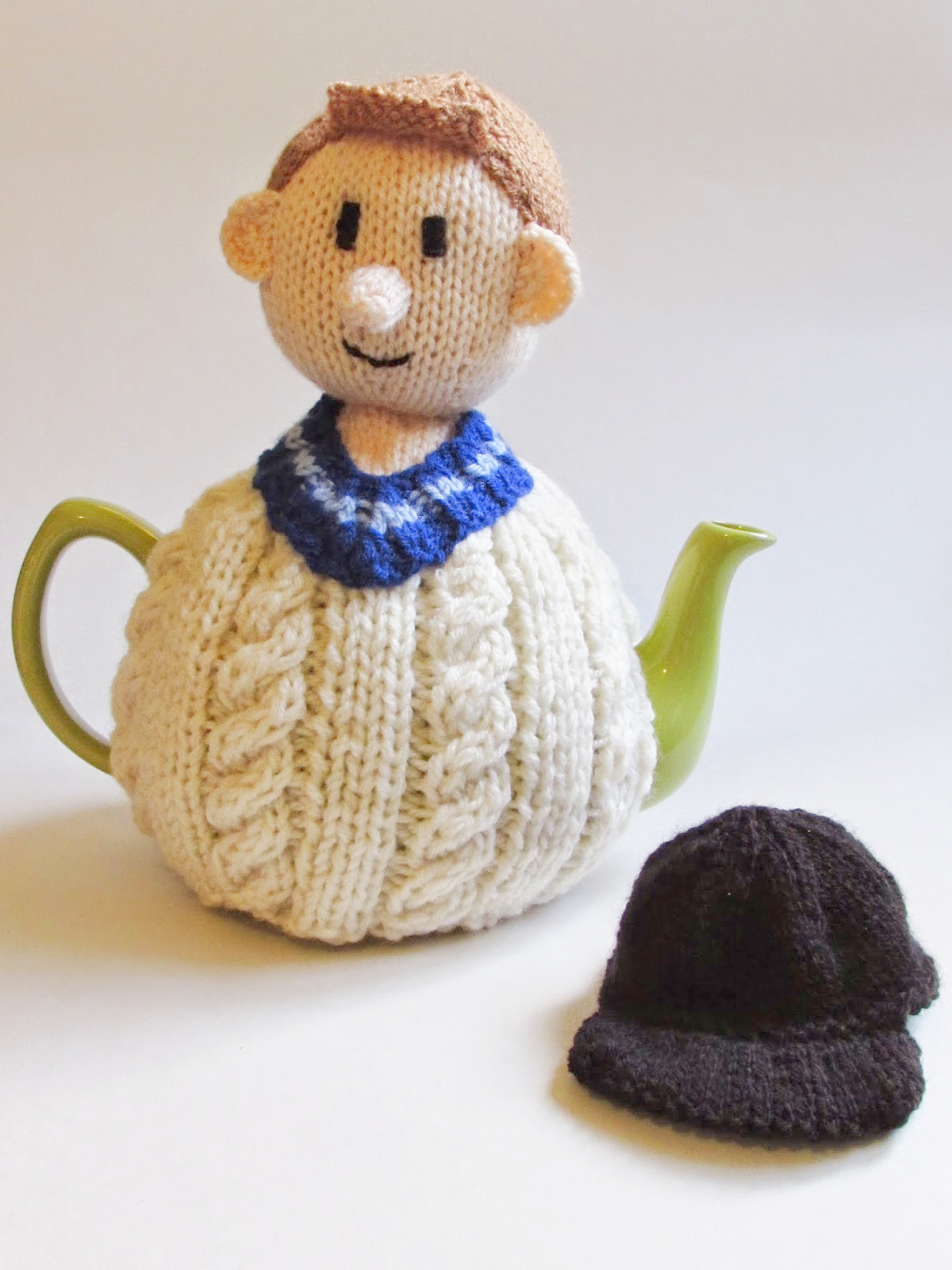 Cricketer Tea Cosy Knitting Pattern
