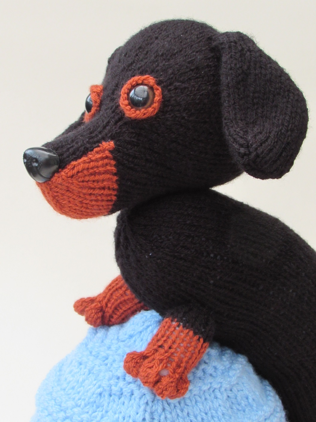 Knitting Patterns For Sausage Dogs : Dachshund tea cosy knitting pattern