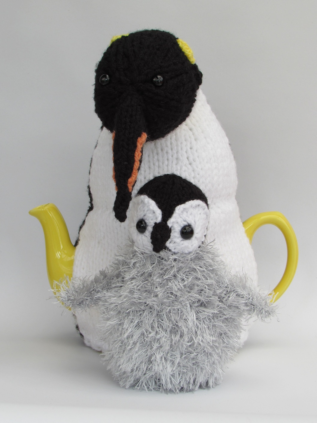 Emperor Penguin Duo tea cosy knitting pattern