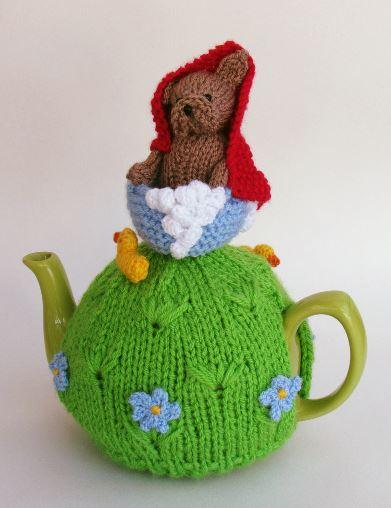 French Bulldog Bath Time tea cosy knitting pattern