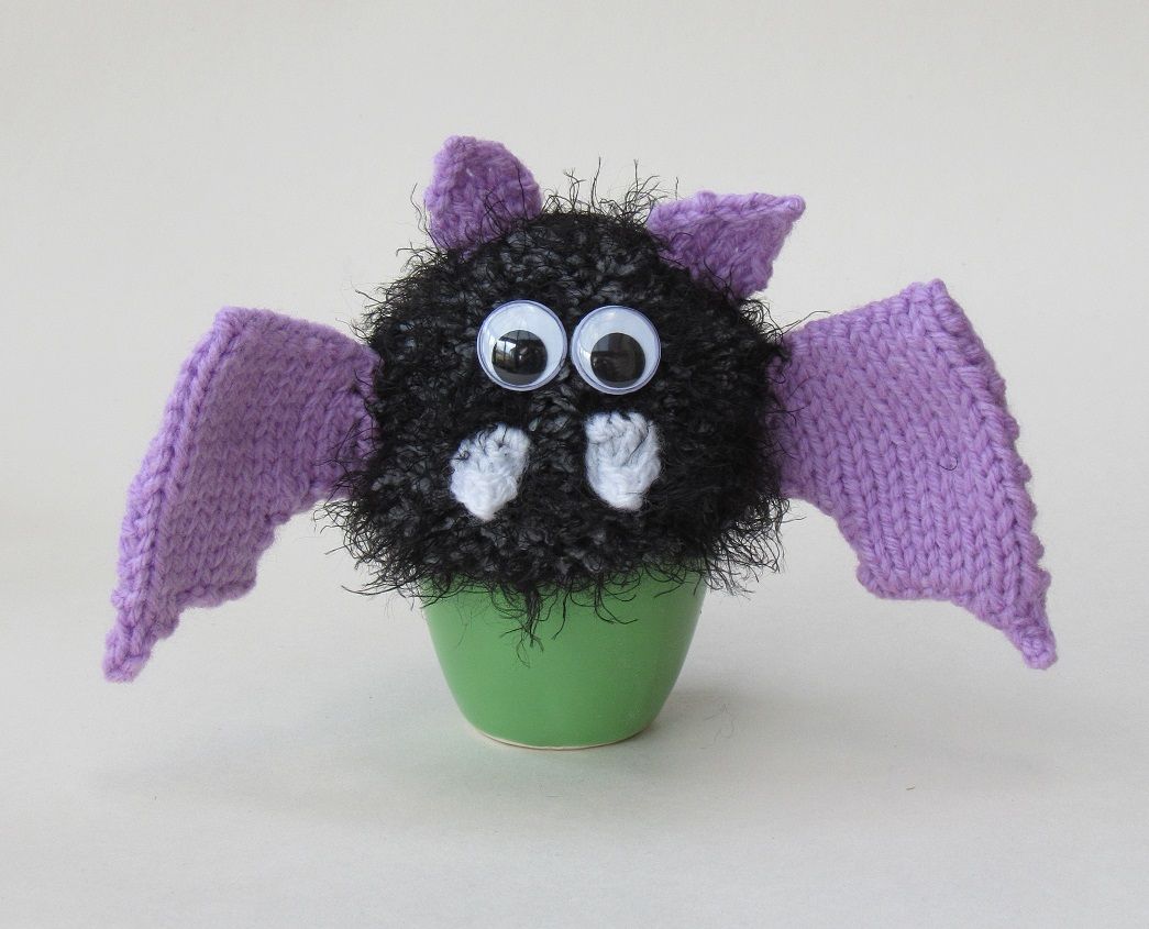 Bat Egg Cosy