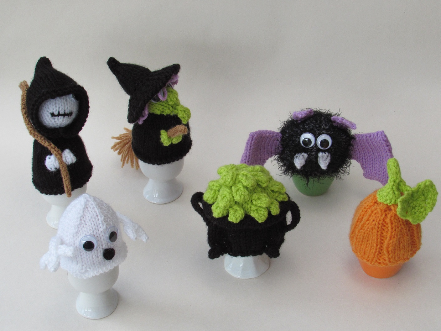 Halloween Witch tea cosy knitting pattern