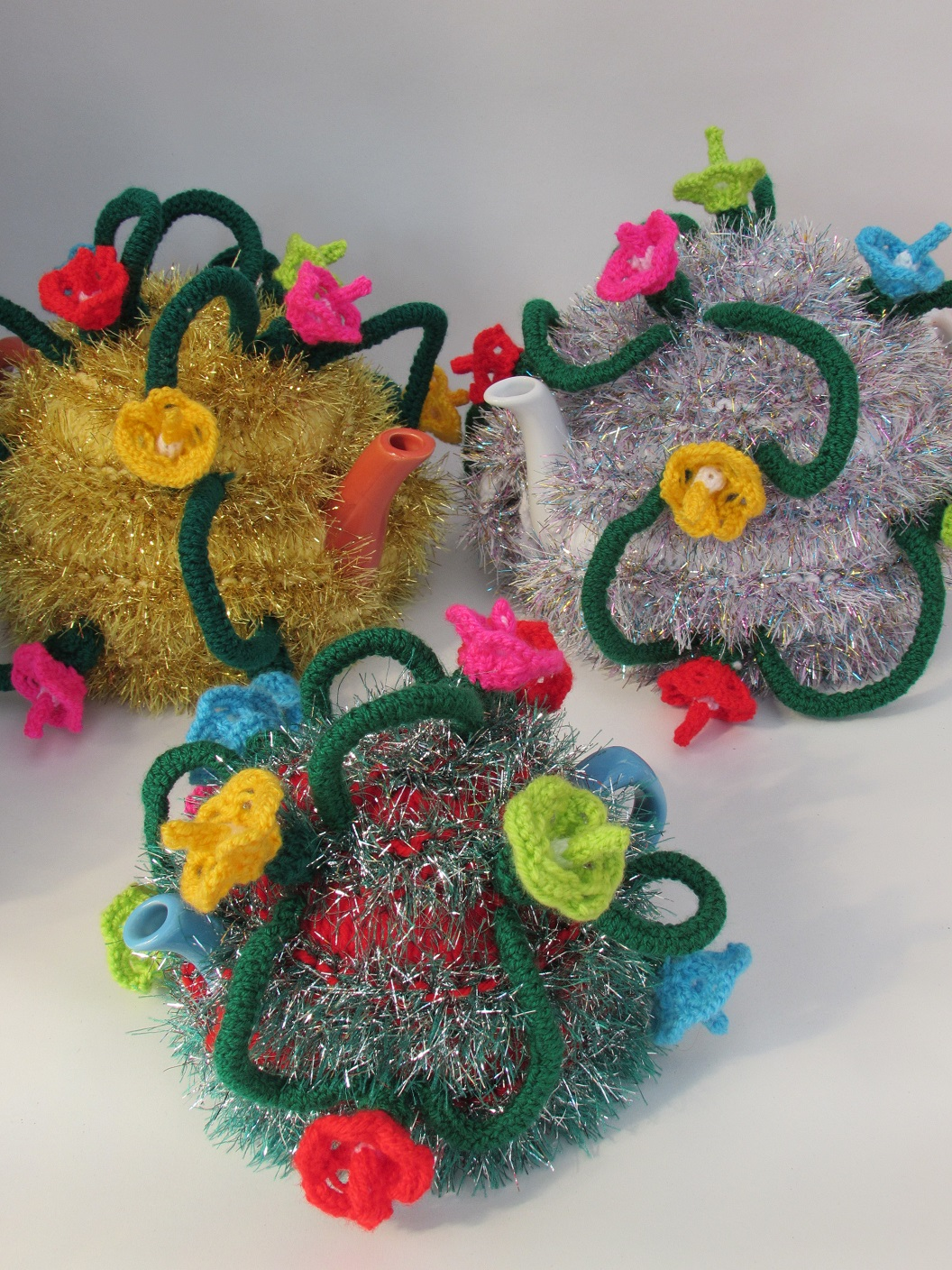 Knitting Pattern Christmas Lights : Christmas Tinsel and Fairy Lights tea cosy knitting pattern