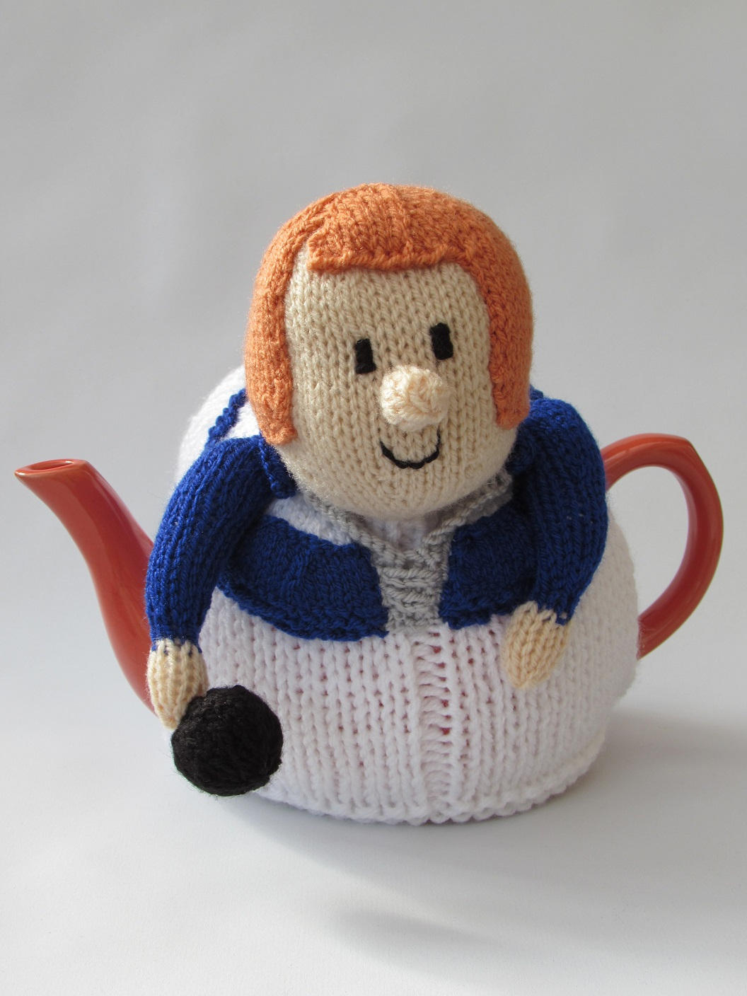 Knitted Teapot Cosy Patterns : Lawn Bowls Lady tea cosy knitting pattern