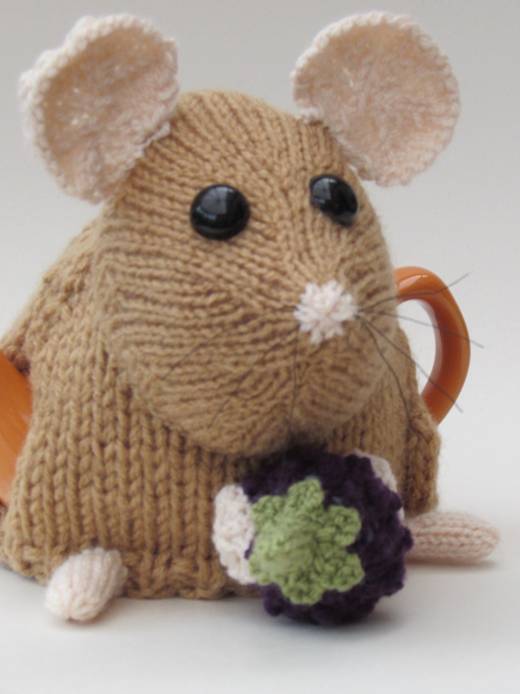 Small Tea Cosy Knitting Pattern : West Highland Terrier (Westie) tea cosy knitting pattern