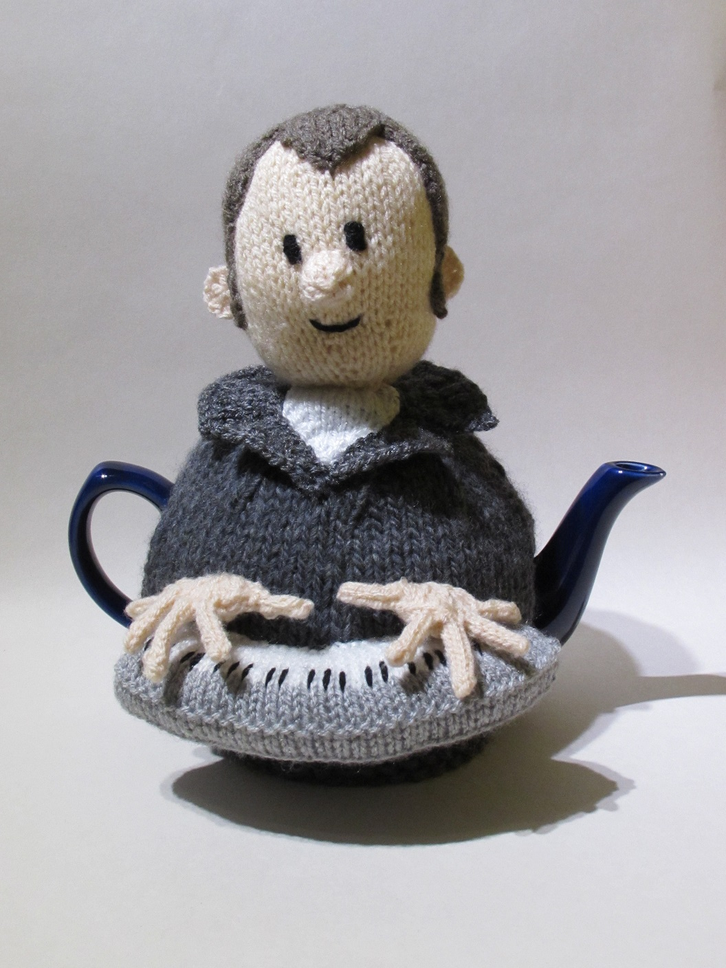 Music man keyboard player tea cosy knitting pattern tea cosy knitting pattern music man keyboard player bankloansurffo Images