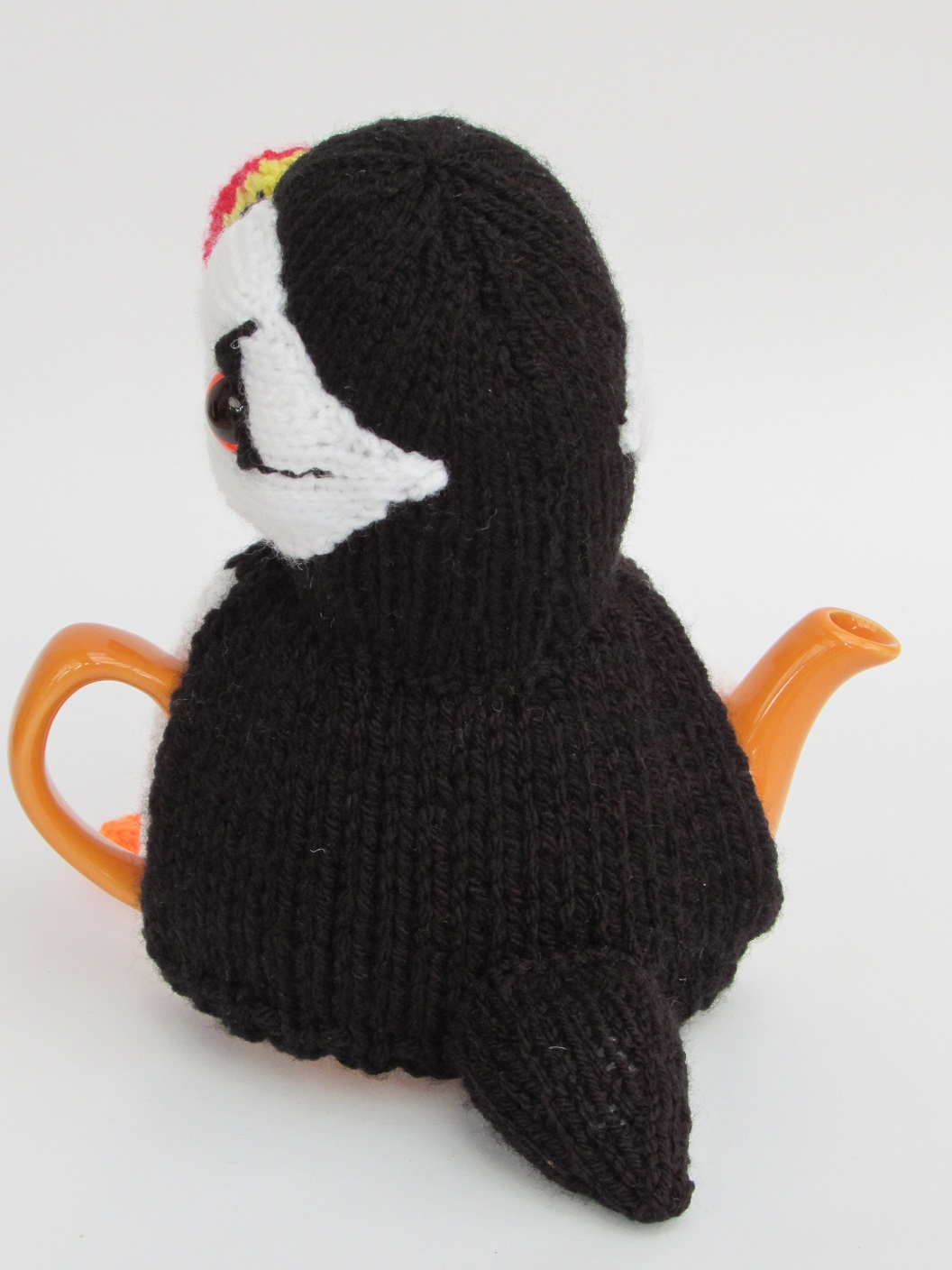 Knitted Teapot Cosy Patterns : Puffin tea cosy knitting pattern
