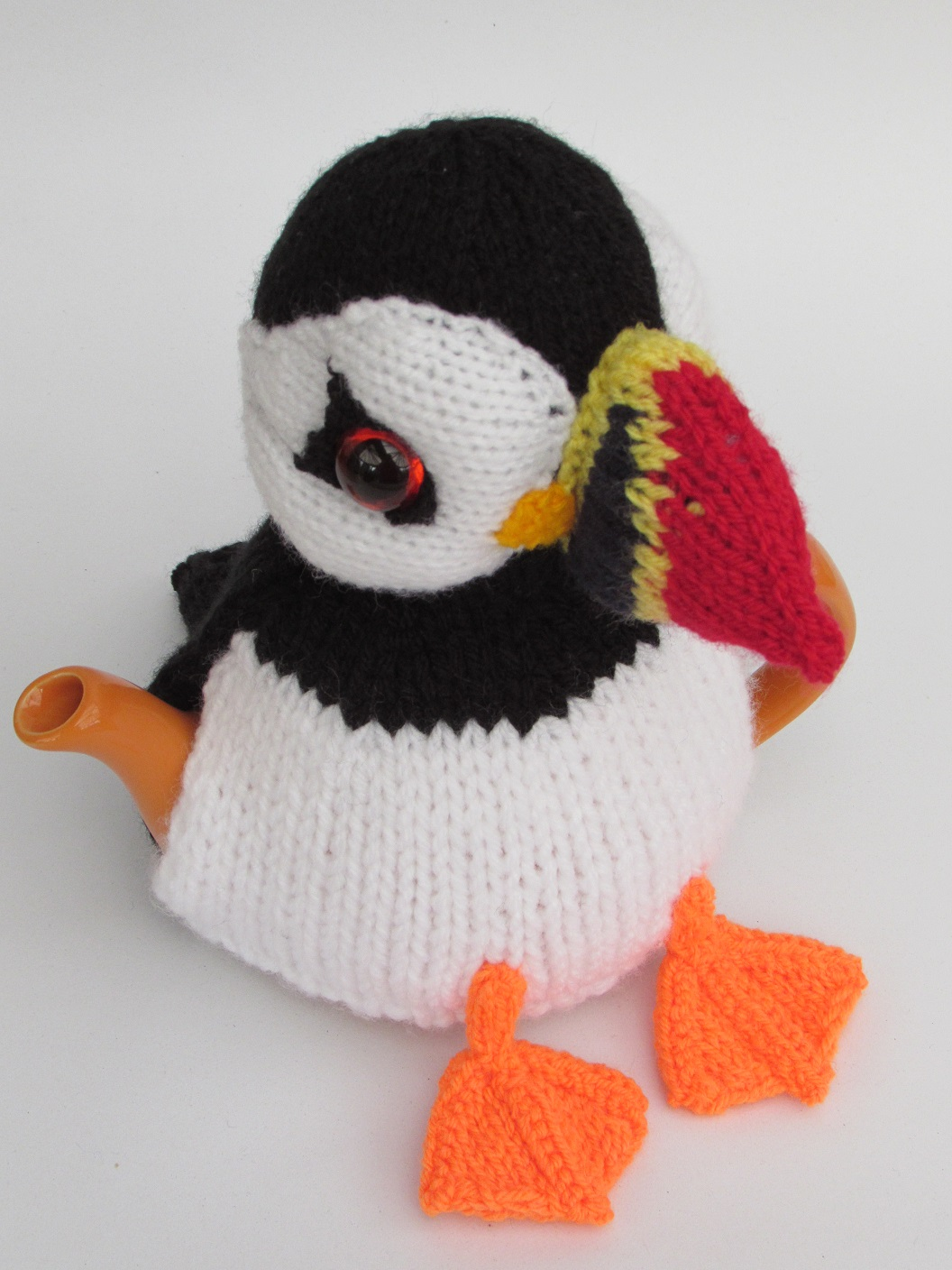 Puffin tea cosy knitting pattern