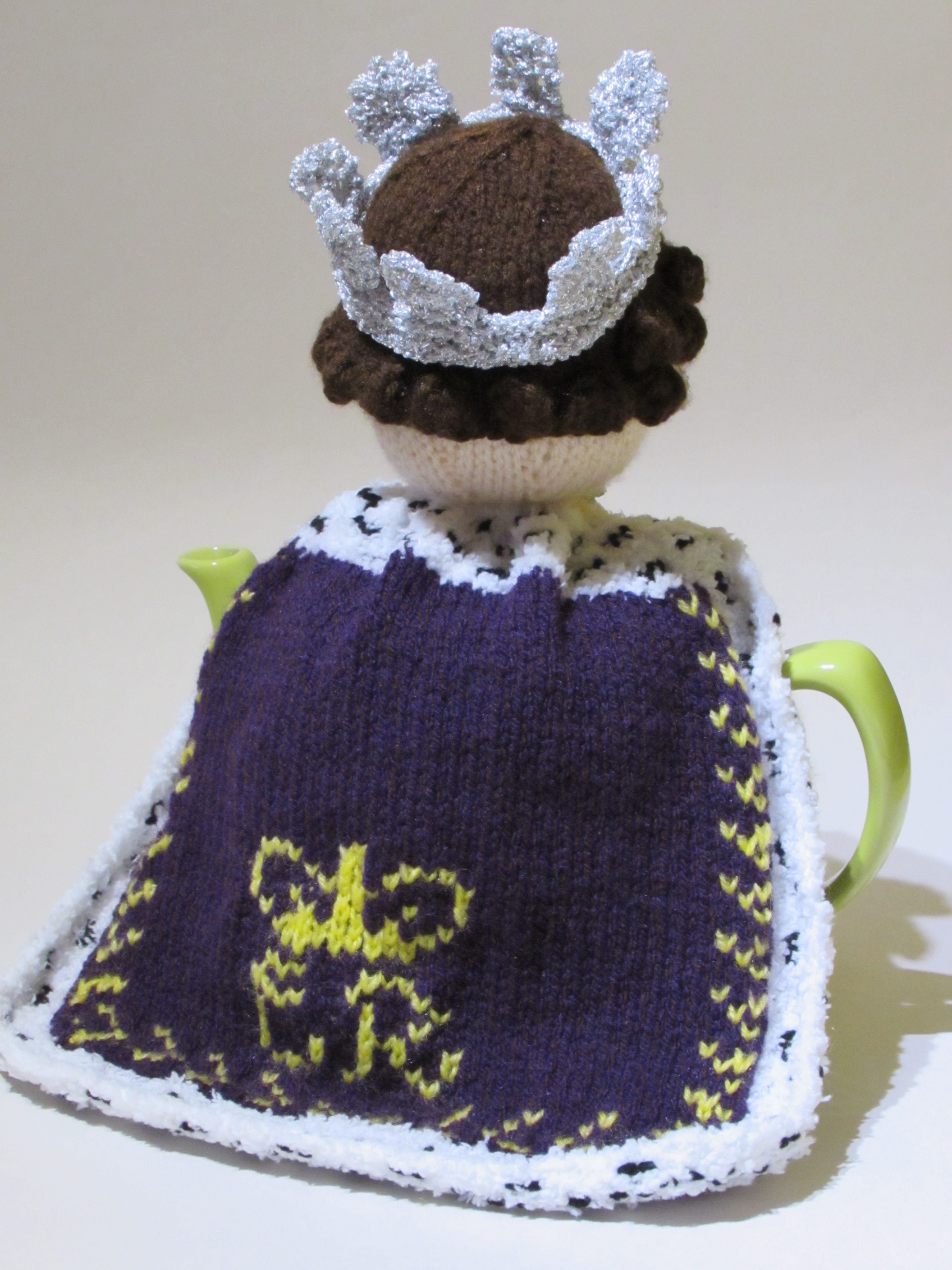 1950s queen elizabeth ii tea cosy knitting pattern
