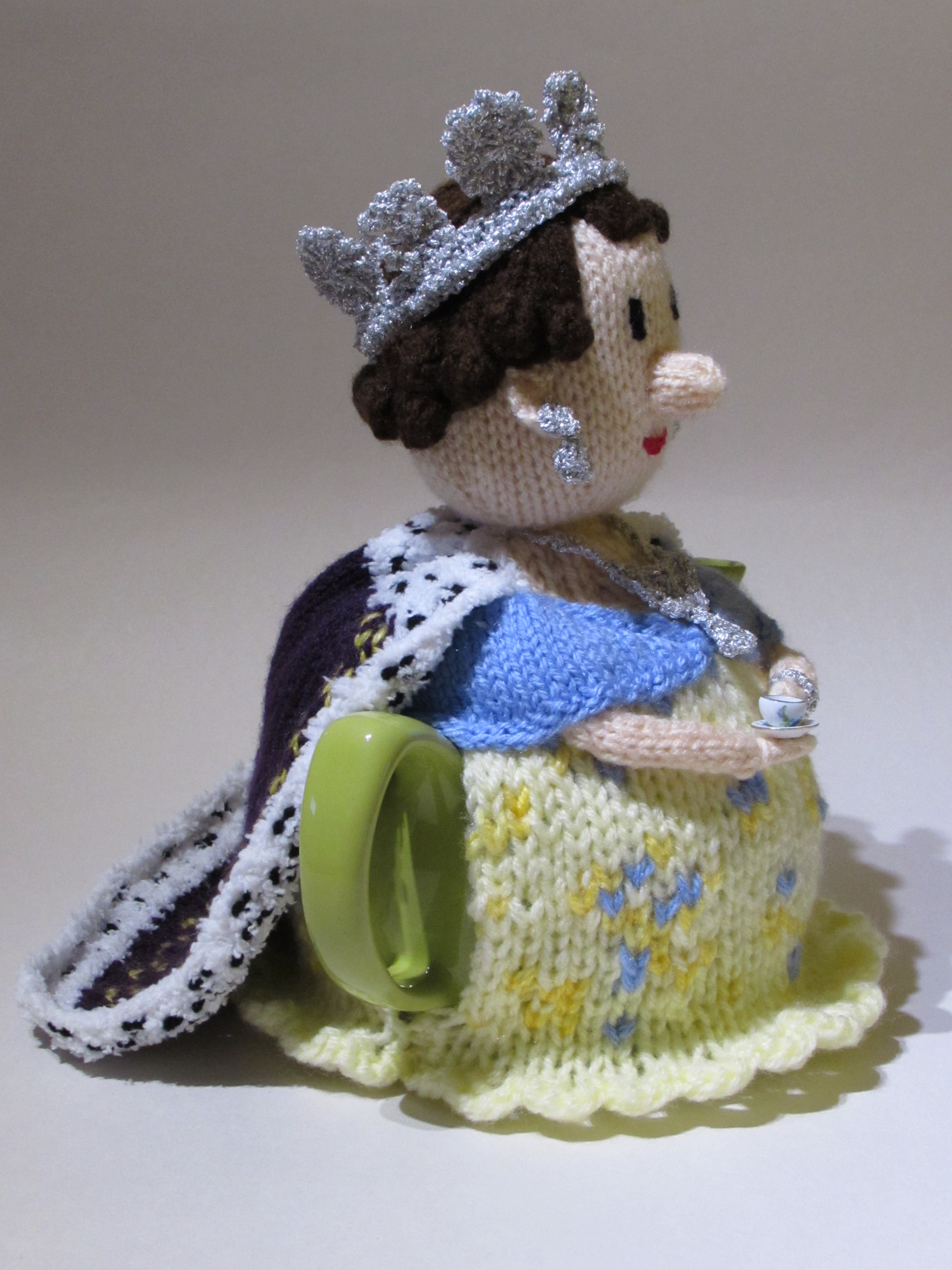 Queen Tea Cosy Side view
