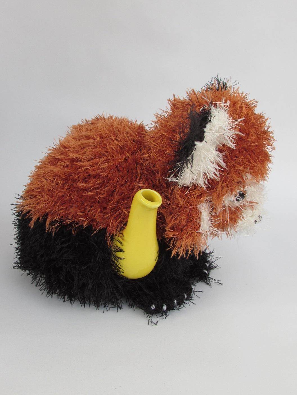 Red Panda tea cosy knitting pattern