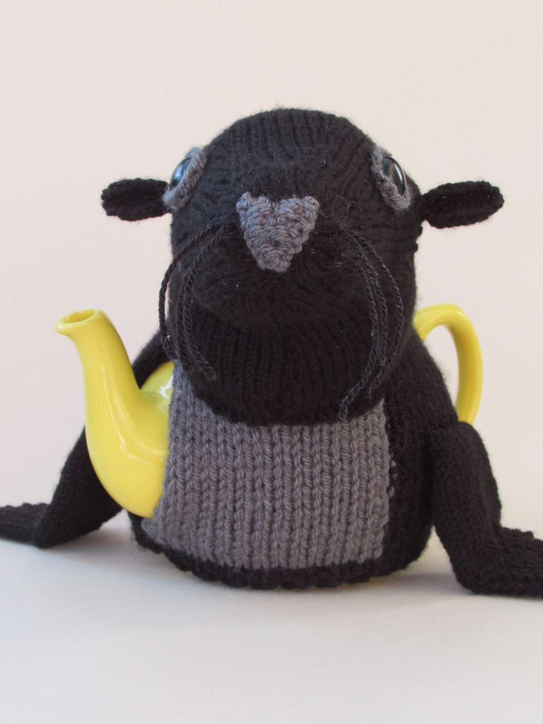 Tea cosy knitting patterns from tea cosy folk learn how to knit sea lion tea cosy bankloansurffo Images