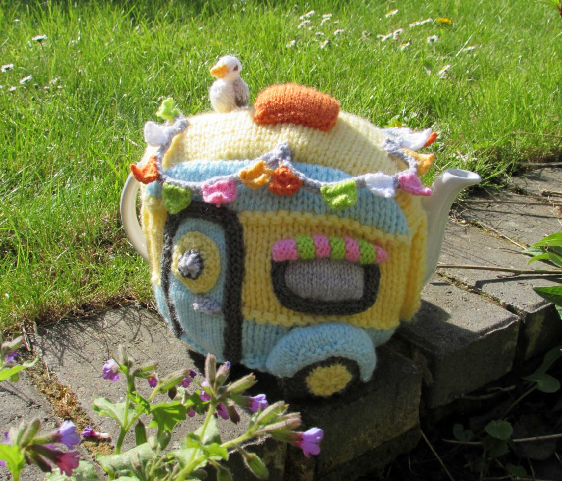 Vintage Caravan tea cosy knitting pattern