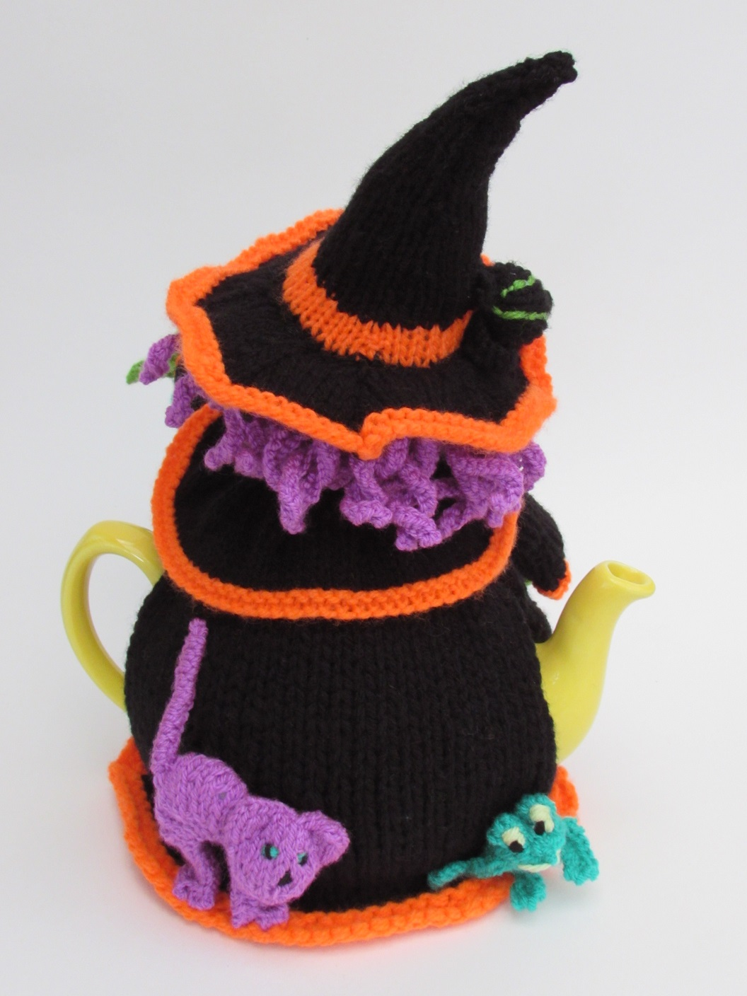 Witches Brew tea cosy knitting pattern