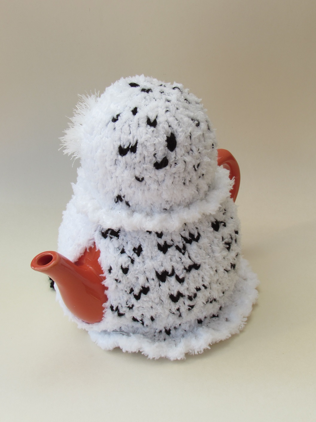 Snowy Owl Knitting Pattern : Snowy Owl tea cosy knitting pattern