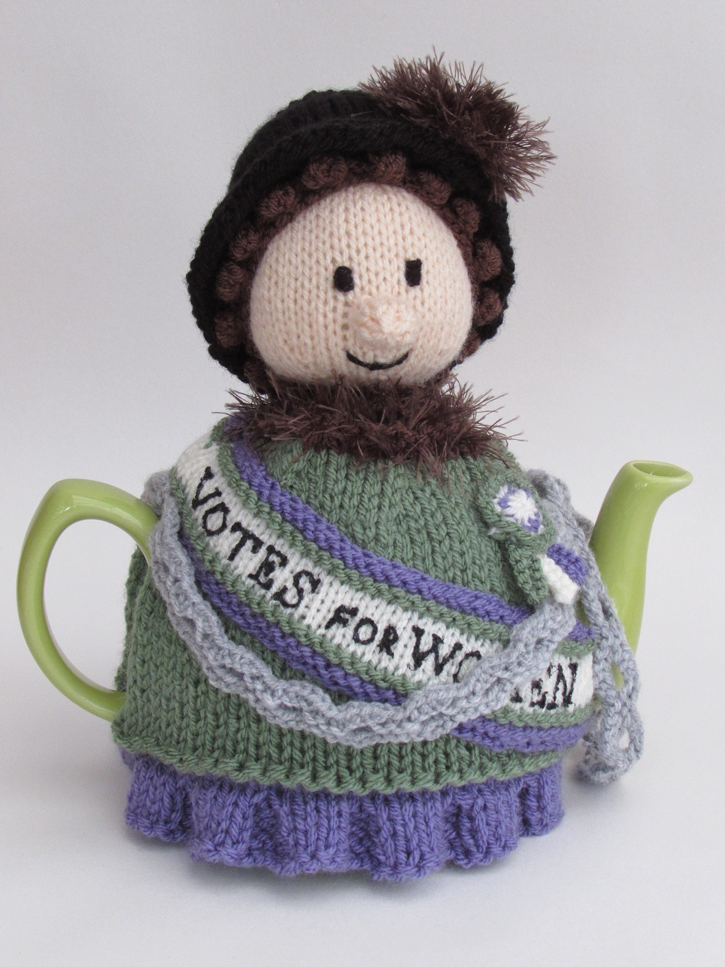Suffragette tea cosy knitting pattern