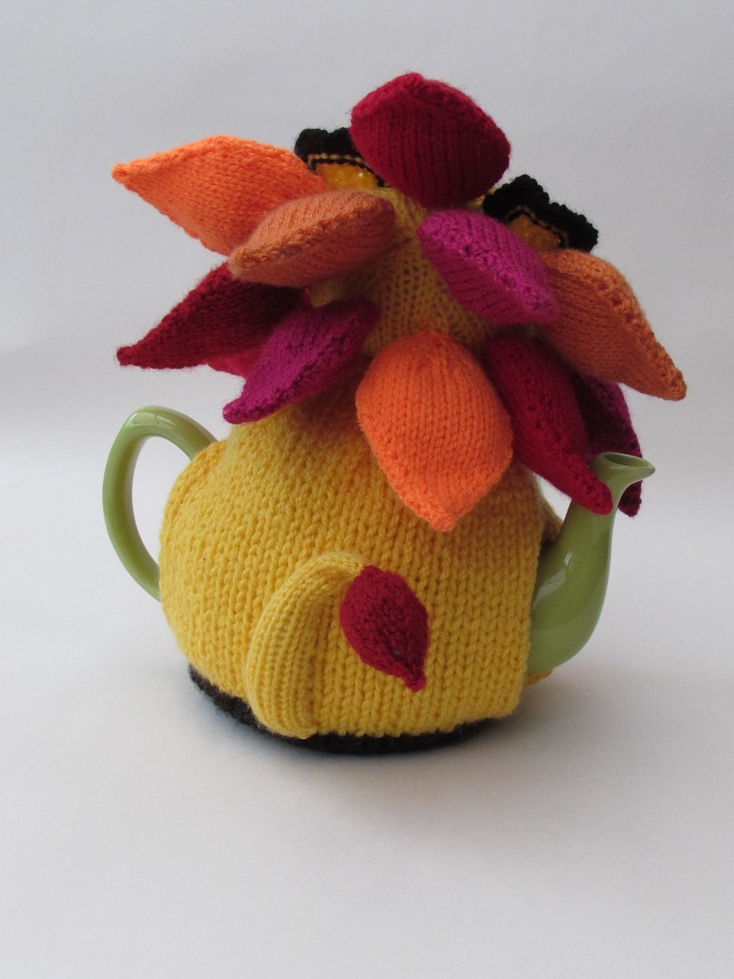 Lion tea cosy knitting pattern
