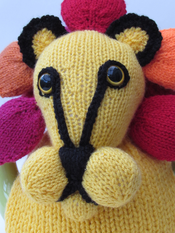 Knitted Lion Pattern : Lion tea cosy knitting pattern